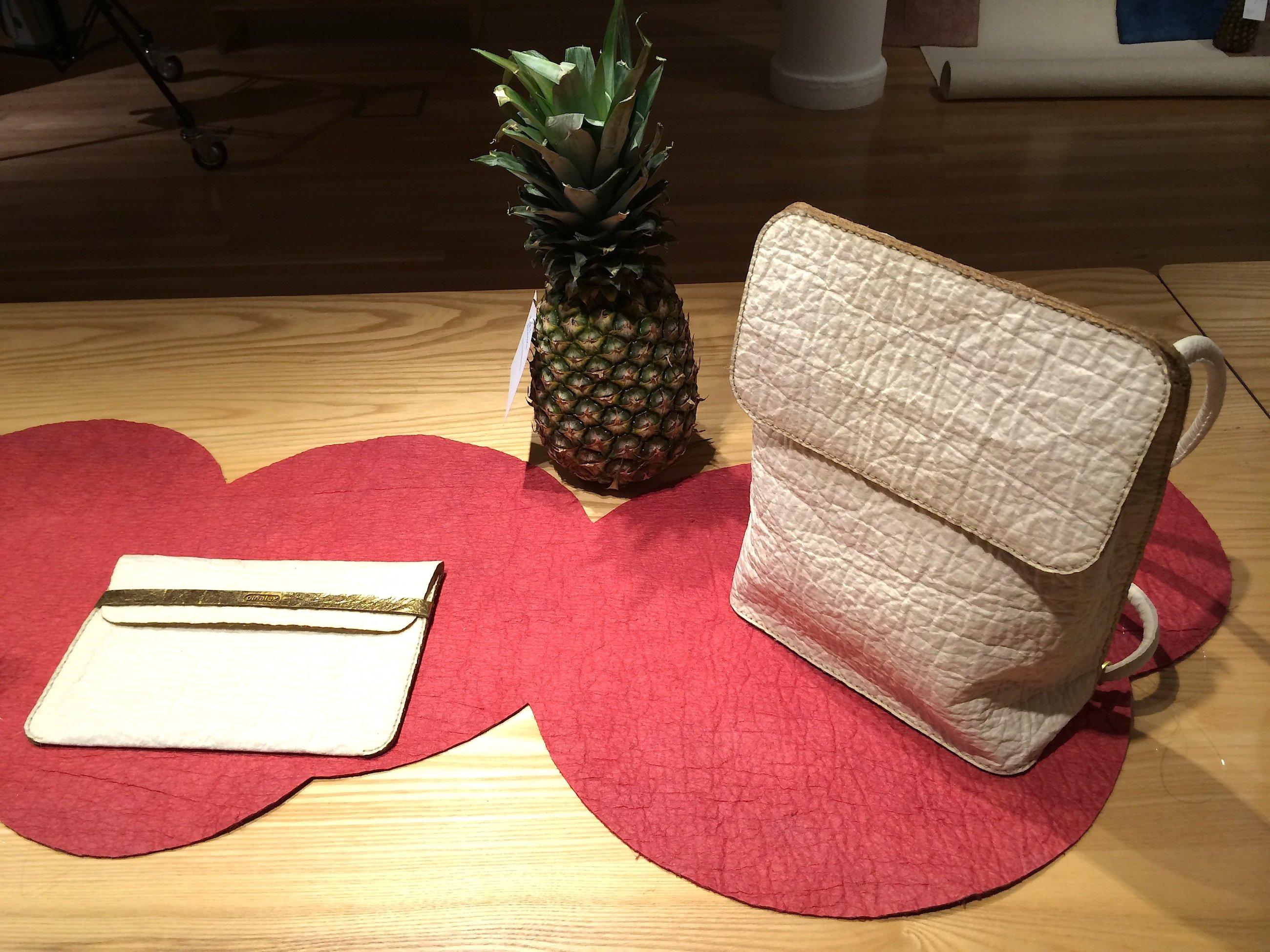 Produkte aus den Fasern der Ananas: Geldbörsen und Handtaschen lassen sich sehr gut herstellen aus dem neuen MaterialPiñatex.