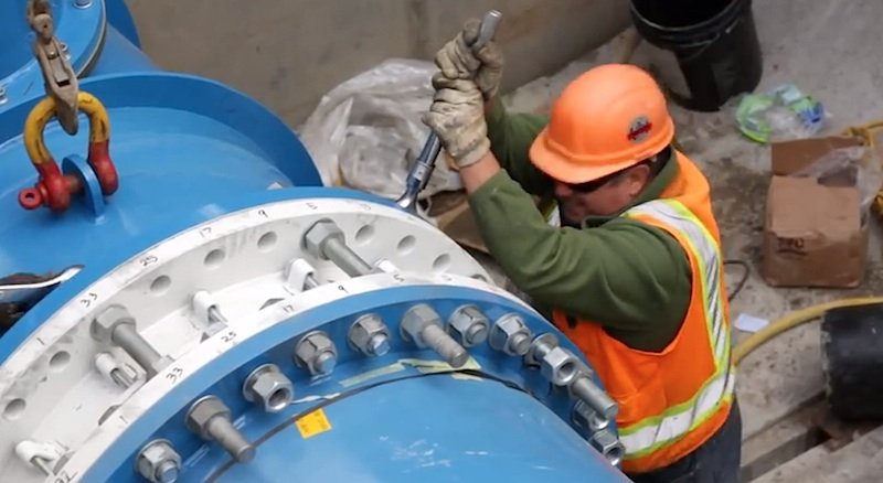 Lucid Pipes: In den Leitungen mit den eingebauten Turbinen von Lucid Energy stecken Sensoren, die die Wasserqualität und den Druck im Leitungssystem überwachen.
