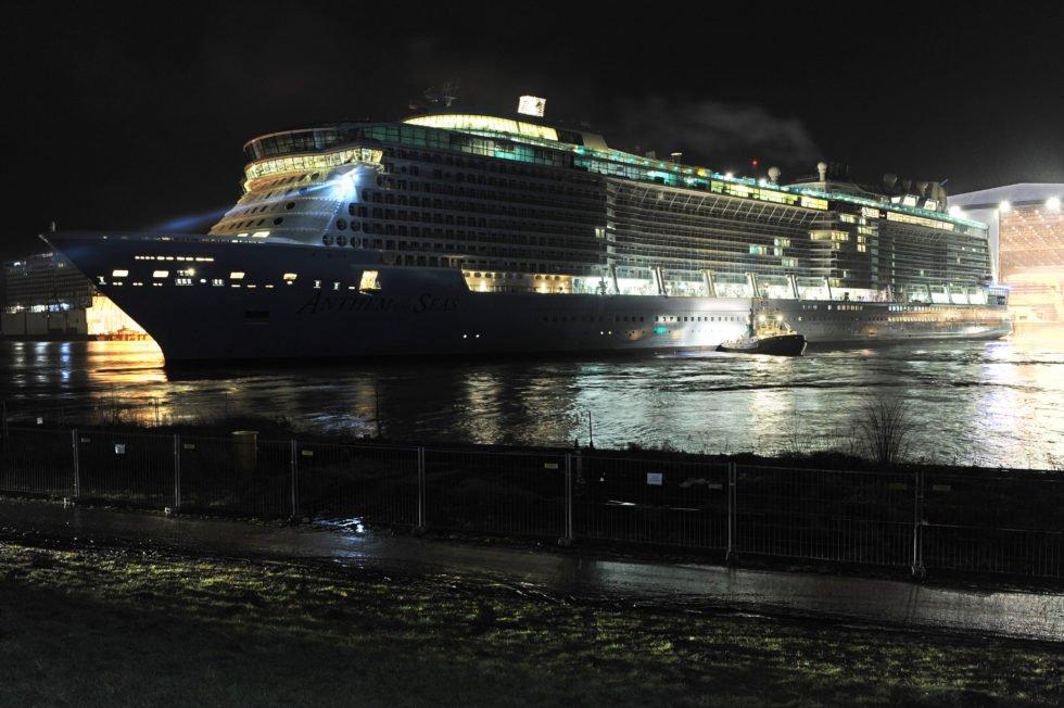 Anthem of the Seas bei Nacht