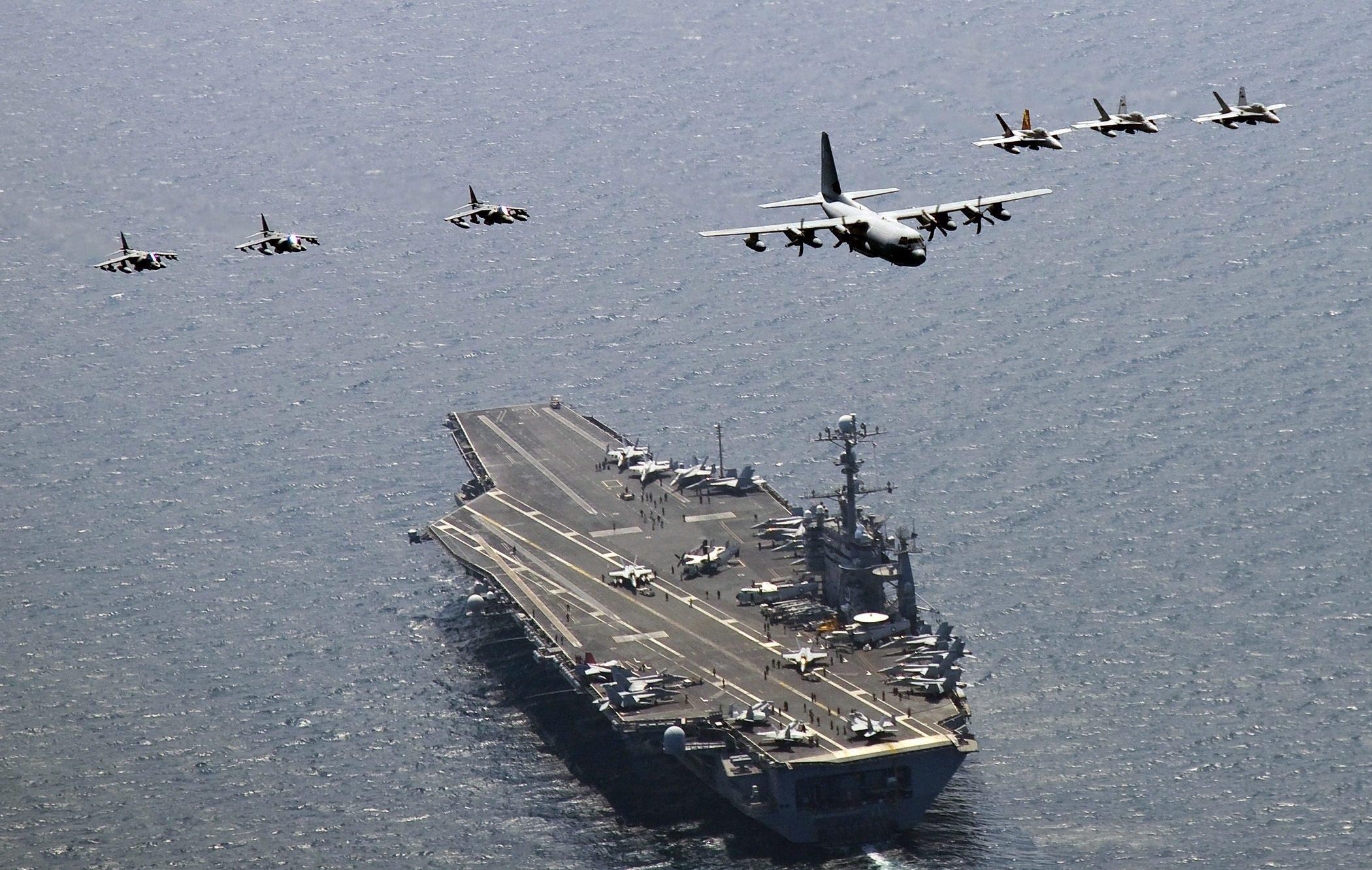 Der Flugzeugträger USS George Washington im Meer östlich der koreanischen Halbinsel: Die USA sehen mit Sorge das Aufrüstungsprogramm China und den Bau chinesischer Flugzeugträger.
