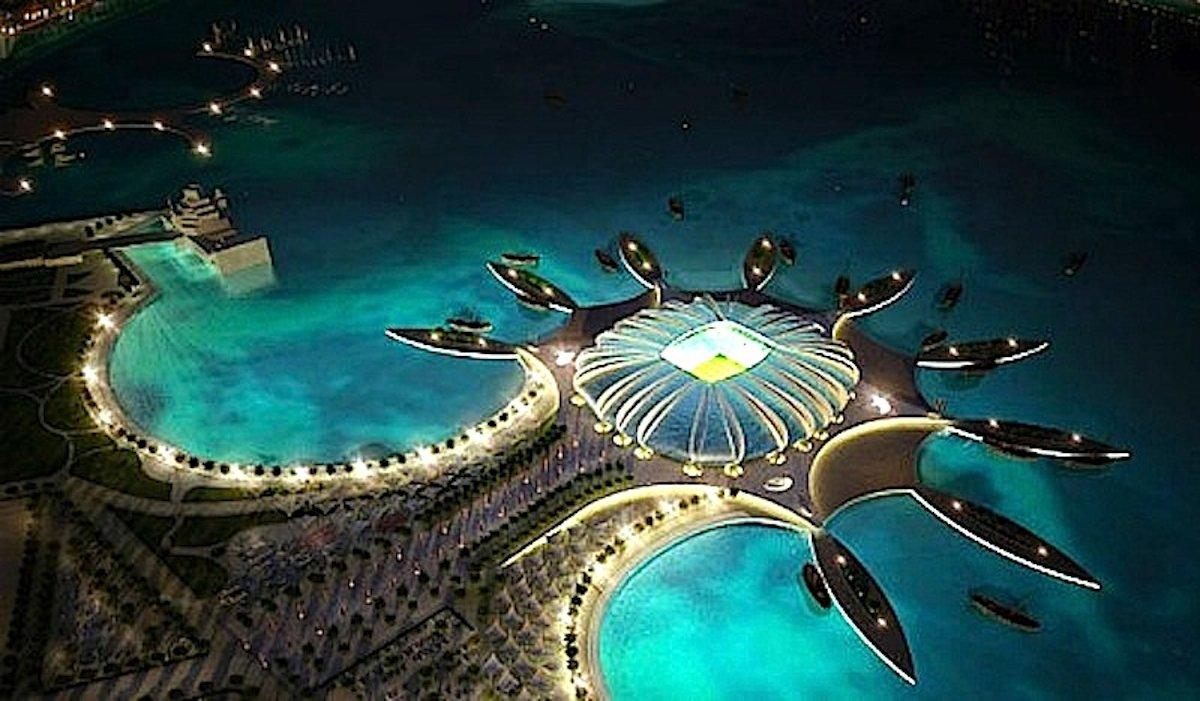 Das Insel-Stadion Doha Port hält ein zusätzliches Kühlsystem bereit: Das Meerwasser soll über die Fassade fließen und den Innenraum kühlen.
