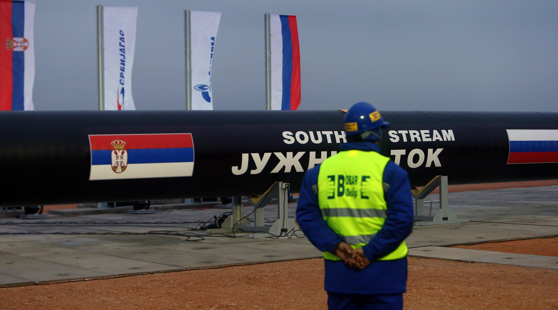 Laut Plänen der EU-Kommission sollen zukünftig verstärkt Schiffe beim Gastransport zum Einsatz kommen. Das soll die Bedeutung der Pipelines schmälern, die in der internationalen Politik oft zum Zankapfel werden.