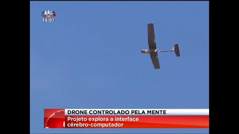 Diese Drohne ließ ein Pilot in Lissabon fliegen – nur mit der Kraft seiner Gedanken. Möglich macht das eine softwareunterstützte EEG-Kappe, die neuronale Gehirnvorgänge in Steuerungsbefehle umsetzt.