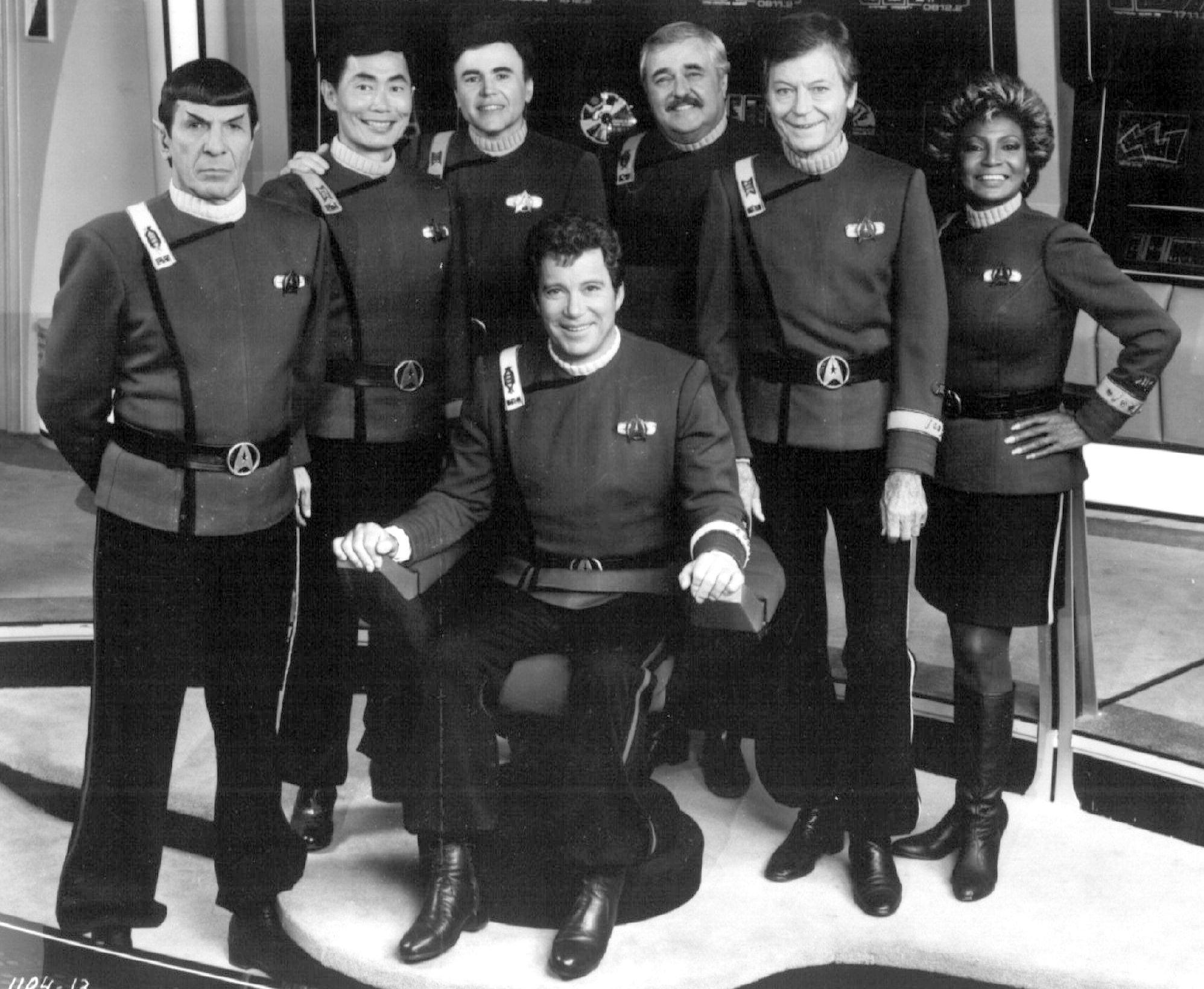 Die alte Star Trek-Crew um Captain James T. Kirk (William Shatner, vorne): (l-r) Mr. Spock (Leonard Nimoy), Sulu (George Takei), Navigator Chekov (Walter Koenig), Chefingenieur Scott (James Doohan),