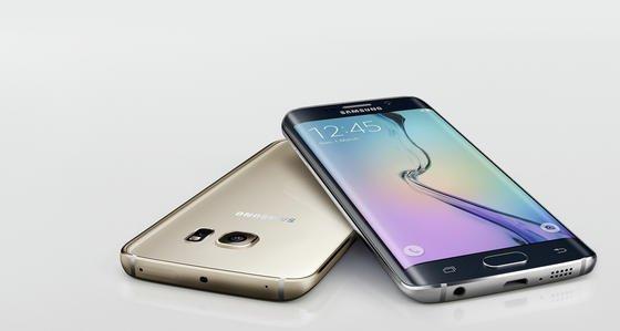 Das Samsung Galaxy S6 Edge: Das 5,1 Zoll große Display ist um die Kanten herumgebogen. Dank des Platzgewinns lassen sich Zusatzfunktionen unterbringen.