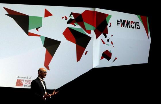 Telekom-Chef Timotheus Höttges auf dem Mobile World Congress in Barcelona: Die Telekom will sechs Milliarden Euro in den Aufbau eines europäischen Netzes investieren.
