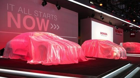 Noch verhüllt stehen die Autos von Honda auf dem Messegelände. Morgen öffnet der Genfer Autosalon für das Publikum. Erwartet werden 700.000 Besucher.