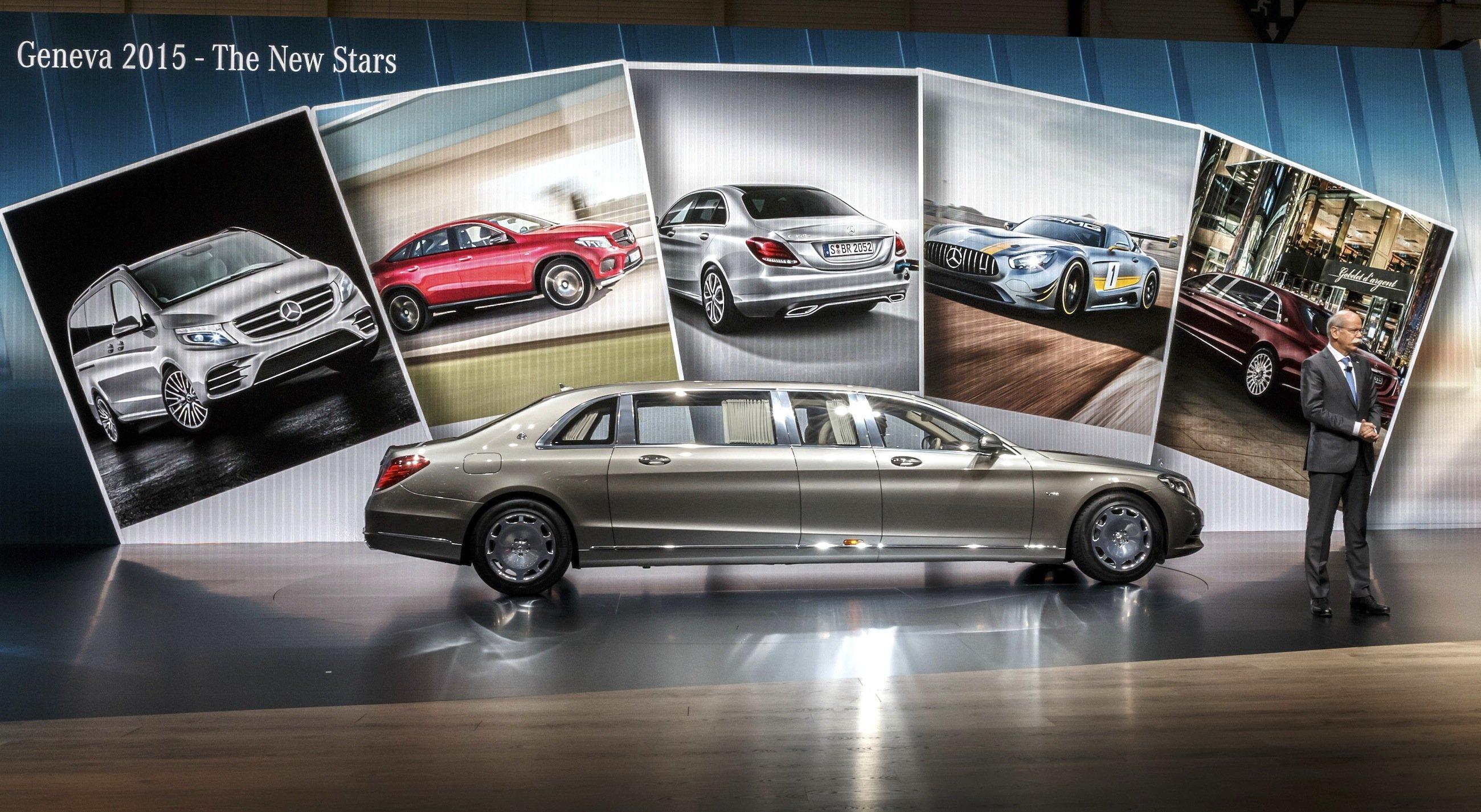 Ganz schön lang: Daimler präsentiert zum 50-Jährigen der legendären Limousine Maybach einen sechseinhalb Meter langenMaybach S600 Pullmann, der vor allem für den chinesischen Markt gedacht ist.