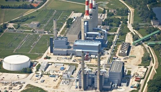 Das Gaskraftwerk Irsching, das möglicherweise stillgelegt wird. In der Mitte ist Block vier zu sehen, der in Betrieb bleibt.