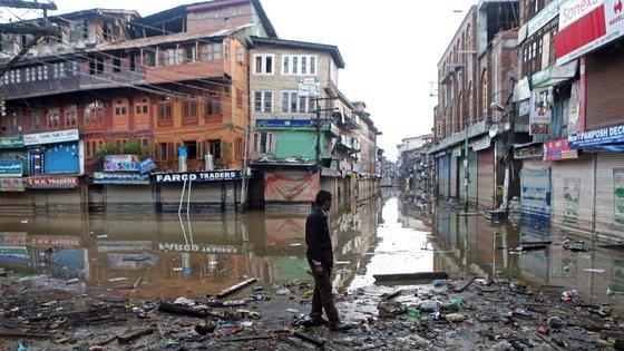 Flutkatastrophe in Indien im September 2014: Mehr als 200 Menschen starben, 149.000 mussten evakuiert werden. Indien ist nach einer aktuellen Untersuchung desWashingtoner World Resources Institutedas von Überschwemmungen am stärksten betroffene Land.