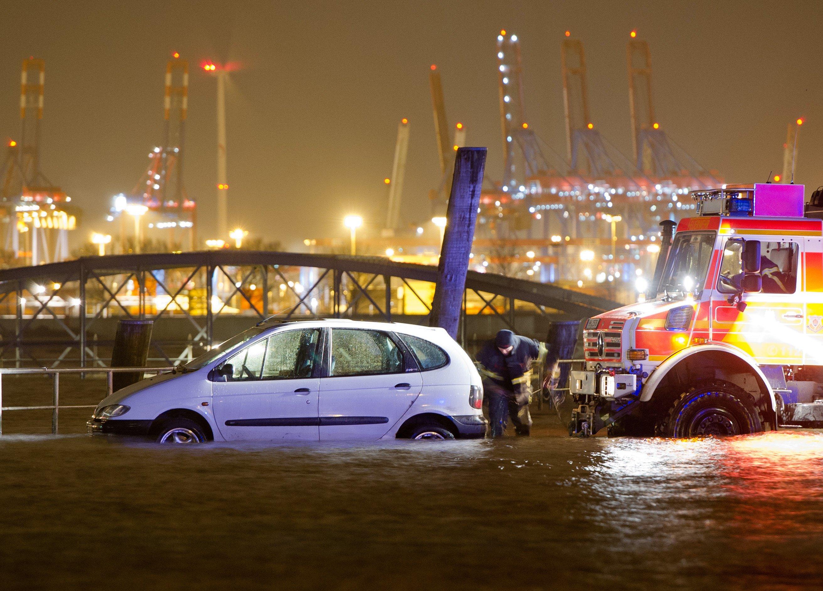 Hochwasser am Fischmarkt in Hamburg Anfang Januar 2015: Forscher desWashingtoner World Resources Instituts sehen in Deutschland knapp 80.000 Menschen als vom Hochwasser bedroht an.