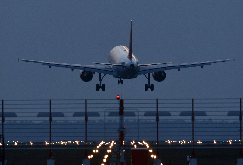 Kurz vor Amtsende hat BER-Chef Hartmut Mehdorn angekündigt, Berlins neuer Flughafen werdeim zweiten Halbjahr 2017 eröffnet.