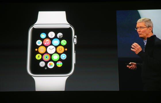 """Apple-Chef Tim Cook präsentierte die Computeruhr Apple Watchunter dem Motto """"Spring Forward"""": Sie ist eine Erweiterung für iPhones der Generation 5 und 6."""