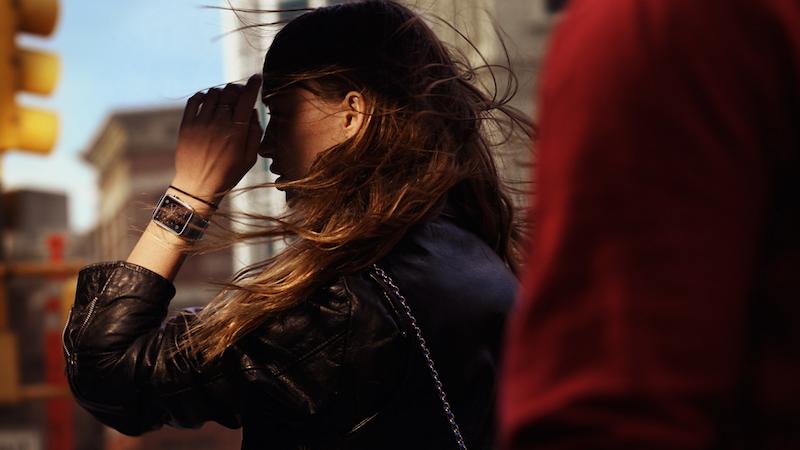 Das Mittelklassemodell der Apple Watch hat ein Edelstahlgehäuse und kratzfestes Saphirglas. Der Preis beträgt 649 Euro. Wermutstropfen: Schon nach 18 Stunden muss die Smartwatch ans Ladegerät.