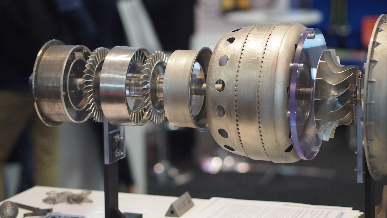 Die Flugzeugbauer Airbus und Boeing sind angeblich an Triebwerken aus dem 3D-Drucker interessiert. Sie könnten wertvolle Materialien wie Titan sparen, weil beim 3D-Druck kein Abfall anfällt.