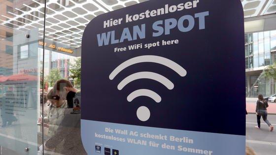 Das Bundeswirtschaftsministerium hat jetzt einen Gesetzentwurf veröffentlicht, der den Ausbau von öffentlichen WLAN-Netzen und Internetzugangspunkten in Deutschland voranbringen soll. Ein goldener Wurf ist es nicht.