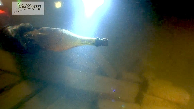 Die Bier- und Champagnerflaschen lagen in einem Schiff, das um das Jahr 1840 zwischen den Küsten Finnlands und Schweden sank. Taucher entdeckten das Wrack vor fünf Jahren.