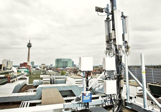 LTE-Antenne in Düsseldorf: Seit Montag wickelt Vodafone Telefongespräche in seinem Mobilfunknetz auch per Voice-over-LTE-Technik ab.