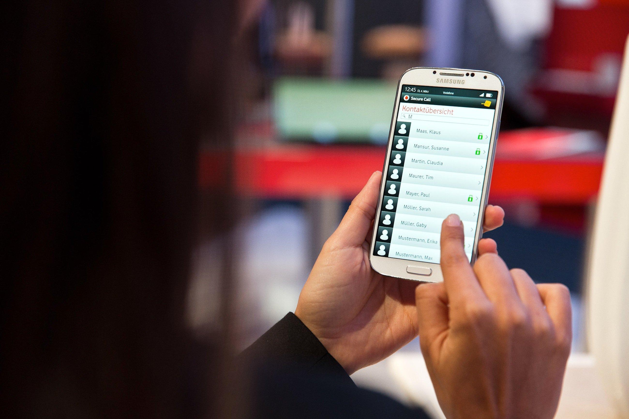 Vodafone will ab Herbst ein neuesKryptoverfahrenfür Geschäftskunden einführen, das die Verschlüsselung von E-Mails erlaubt, ohne dass der Empfänger über die Software verfügen muss.