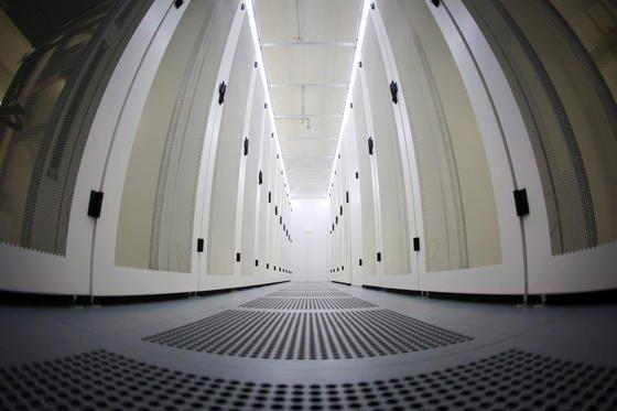 Serverraum des Darmstädter Rechenzentrums im ehemaligen Tresorgebäude der Hessischen Landesbank: Die Bundesdatenschutzbeauftragte Vosshoff hat den Rat der Europäischen Union scharf kritisiert, weil er den Datenschutz in Europa aushöhle.