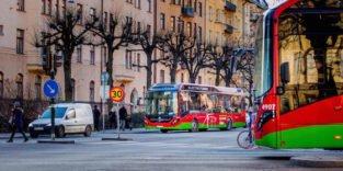 Stockholm: Erste Hybridbusse fahren umweltschonend durch die Stadt