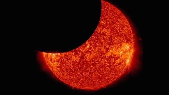 In München beginnt die Sonnenfinsternis gegen 9.30 Uhr. Die Sonne wird dort allerdings nur zu 57,7 Prozent bedeckt sein. Hamburg erreicht fast 80 Prozent.
