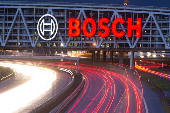 Bosch will noch im laufenden Jahr weltweit 12.000 neue Mitarbeiter mit Hochschulabschluss einstellen, 1200 davon in Deutschland.
