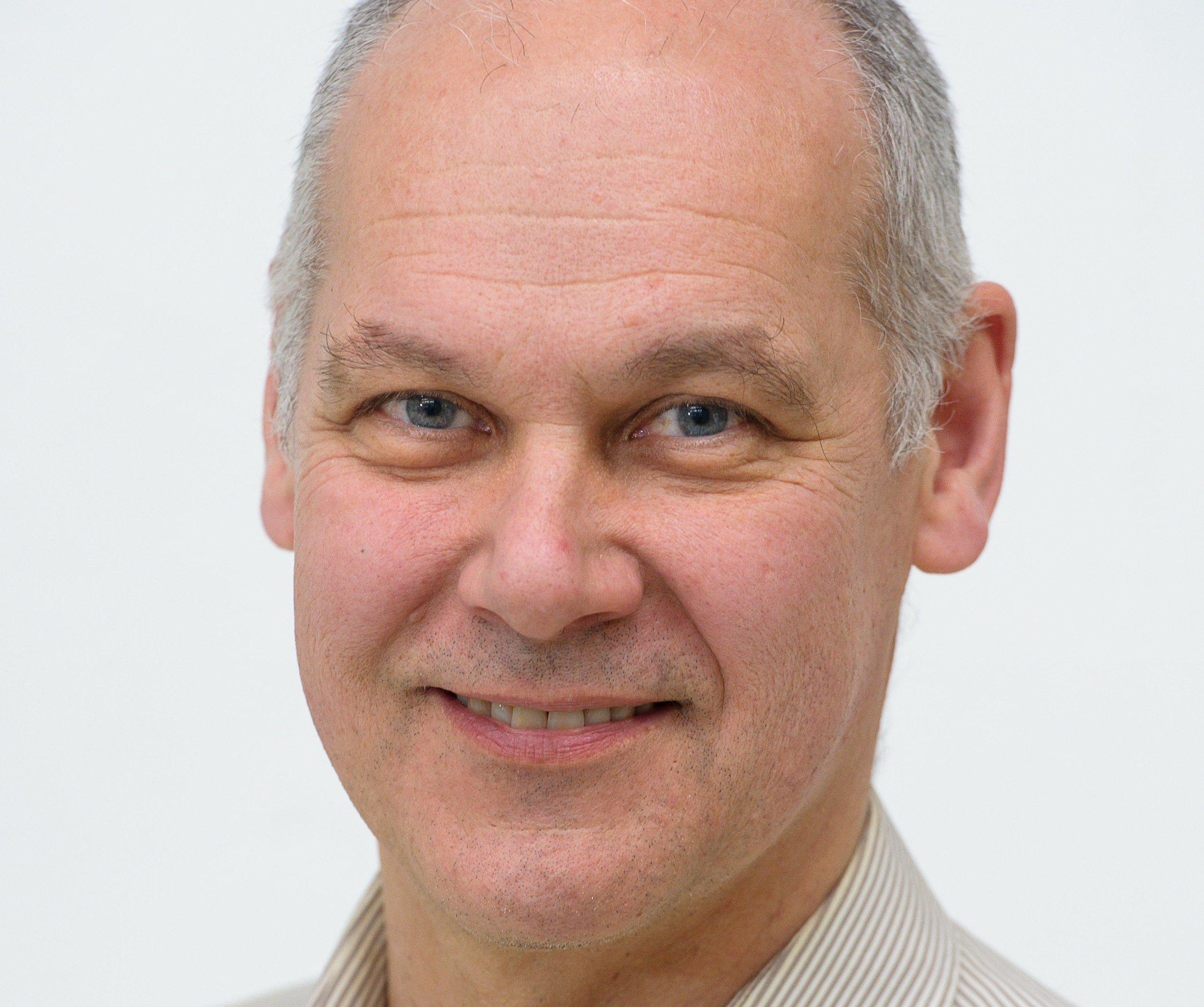 Prof. Stefan Seelecke von der Universität des Saarlandes: Drähte mit Formgedächtnis sind ideal zur Konstruktion einer künstlichen Hand.