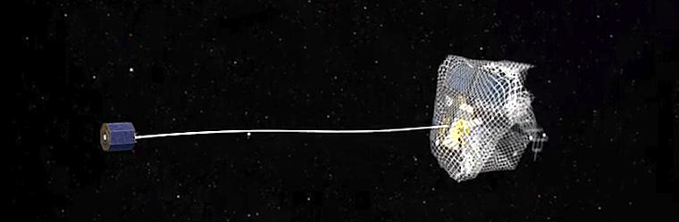 """Das Modell eines Fangnetzes beim """"Angriff"""" auf ein Objekt im Weltraum."""