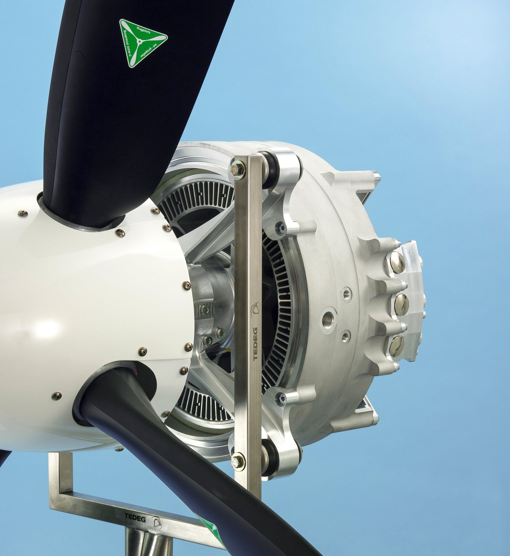 Der neue Elektromotor wiegt nur 50 Kilogramm und erreicht trotzdem ein Leistungsgewicht von 5 kW pro Kilogramm. Dadurch kommt der routinemäßige Einsatz von elektrisch angetriebenen Flugzeugen oder Helikoptern einen großen Schritt näher.