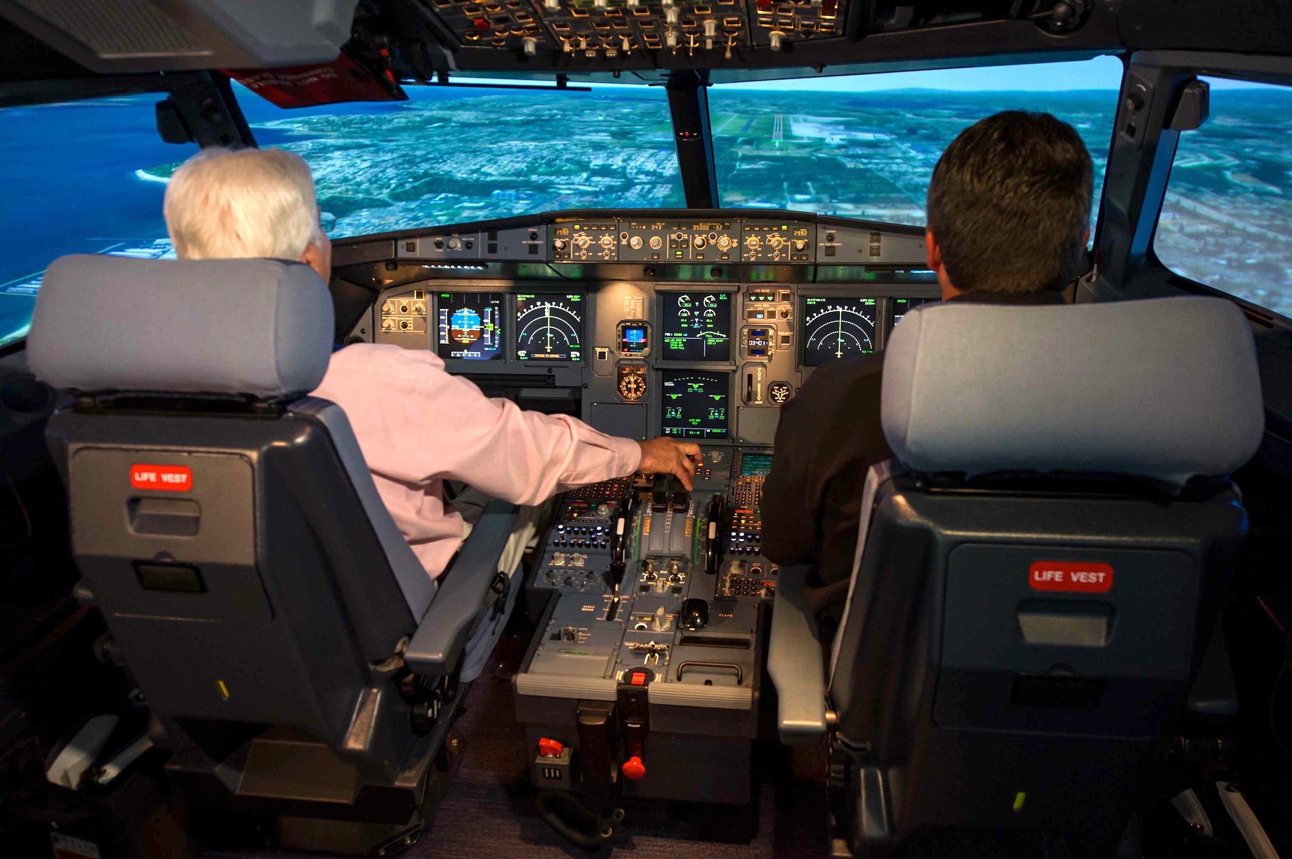 Cockpit eines Airbus: Die Piloten können an der Mittelkonsole die Cockpit-Türe von innen verriegeln, um sich zum Beispiel gegen das Eindringen von Terroristen zu schützen. Der Co-Pilot des Unglücksfluges mit derFlugnummer 4U9525 hat das offenbar getan und dem Piloten den Zutritt verwehrt.