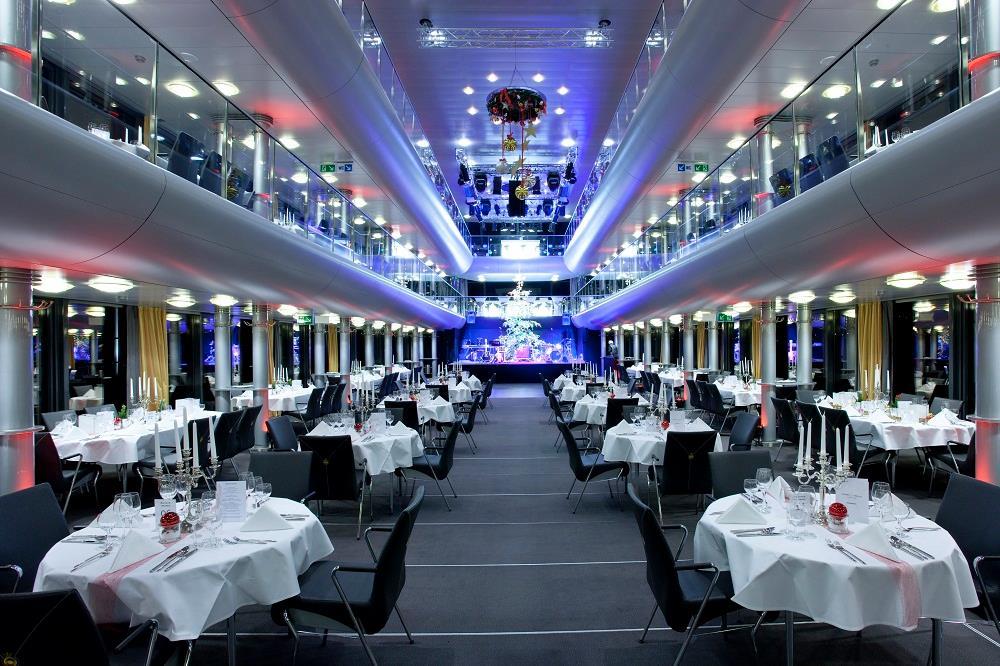 Die MS Sonnenkönigin bietet viel Platz für Unternehmensstände, Karriereforum und Vortragsprogramm. Das Schiff wird jeweils zwei Stunden in Konstanz und Lindau vor Anker liegen.