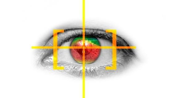 Opel-Ingenieure und Darmstädter Wissenschaftler haben ein Eye-Tracking-System entwickelt, das es Autofahrern künftig ermöglicht ihre Scheinwerfer mit den Augen zu lenken.