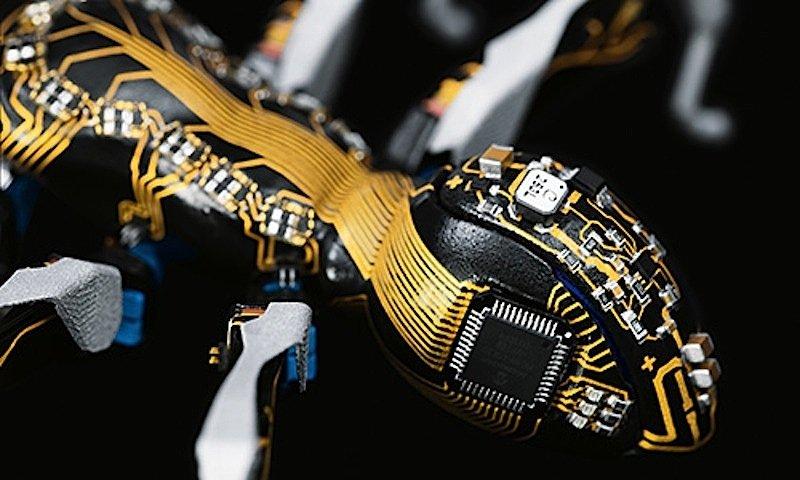 Hochintegrierte Bauteile: Die bionische Ameise verfügt über konstruktive und elektrische Funktionen in einem.