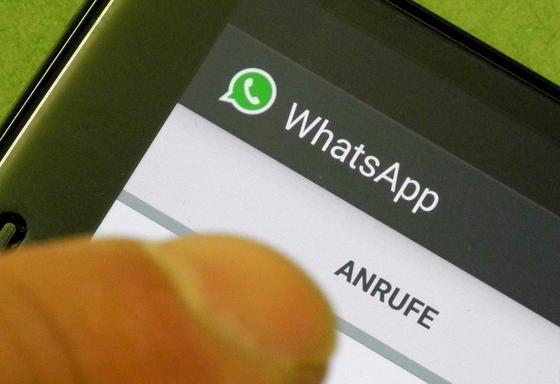 Telefonfunktion im Messenger WhatsApp: Seit Dienstagabend hat die Facebook-Tochter die Telefonfunktion in Deutschland für das Betriebssystem Android freigeschaltet. Wann Apple, Windows und Blackberry folgen, ist noch unbekannt.