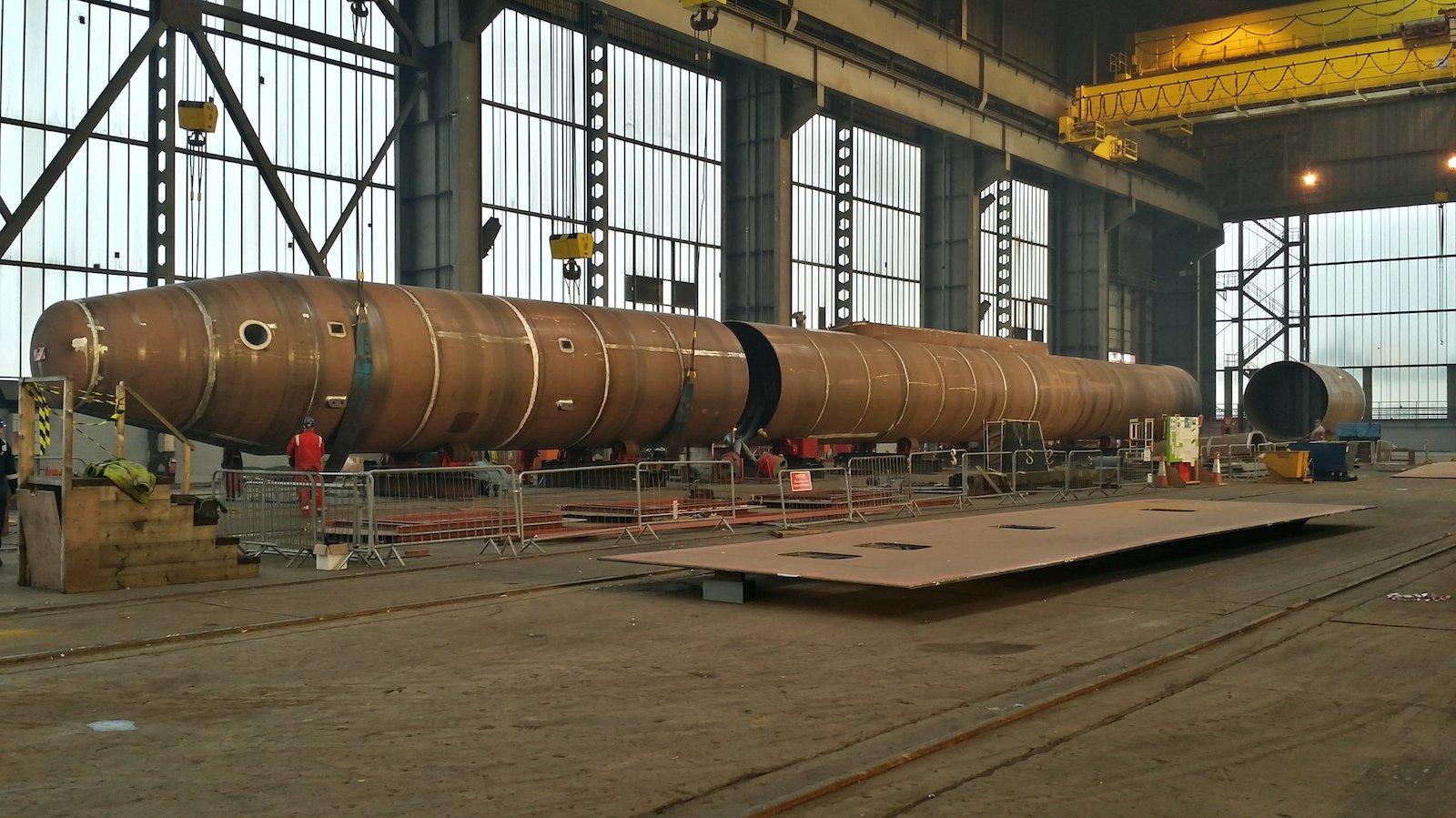 Stahlarbeiten amweltgrößten schwimmenden Gezeitenkraftwerk SR2000.