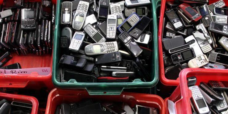 Handys zu recyceln macht Sinn: In jedem Altgerät stecken Gold, Silber, Kupfer, Iridium und mehr als 50 weitere wertvolle Metalle und so genannte Seltene Erden.