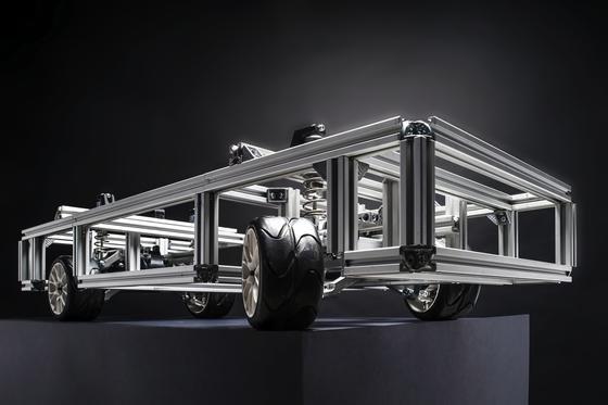 An diesem Modell erproben Ingenieure des KIT und des Automobilzulieferers Schaeffler, wie man ein Auto nur über den Radnabenantrieb eines Autos steuern kann.