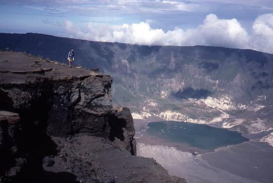Der Krater des am 10. April 1815 mit weltweit verheerenden Folgen explodierten Vulkans Tambora auf der indonesischen Insel Sumbawa.
