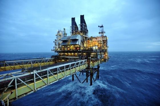 Offshore-Förderanlagen für Öl und Gas zu warten ist bislang aufwendig und teuer. Rohre und Pumpen liegen teils unter Wasser. Fraunhofer Forscher haben dafür ein 3D-Messsystem entwickelt, das die Arbeit vereinfacht.