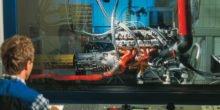 Ingenieure stellen Automotor aus Kunststoff für die Serie vor