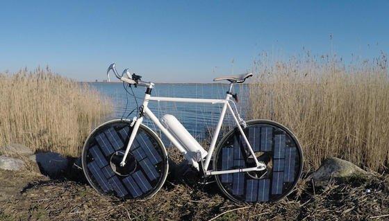 Der vorne im Rahmen des Solar Bikes montierte Akku wirkt ein wenig wie eine Rakete.