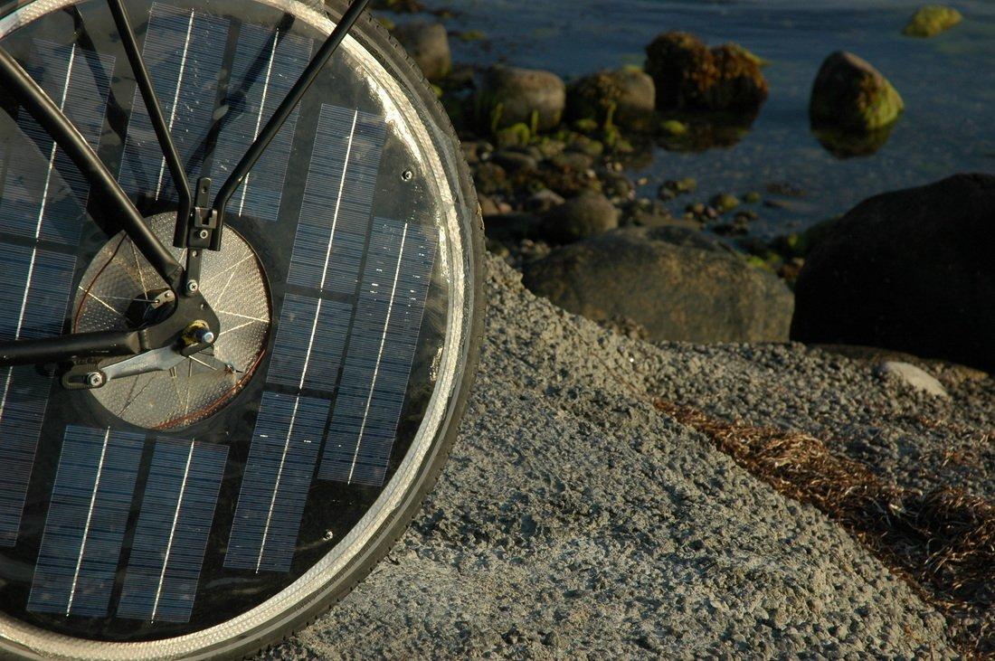 Die Räder des Solar Bikes sind mit Solarzellen bestückt, die den Akku mit Energie beliefern.