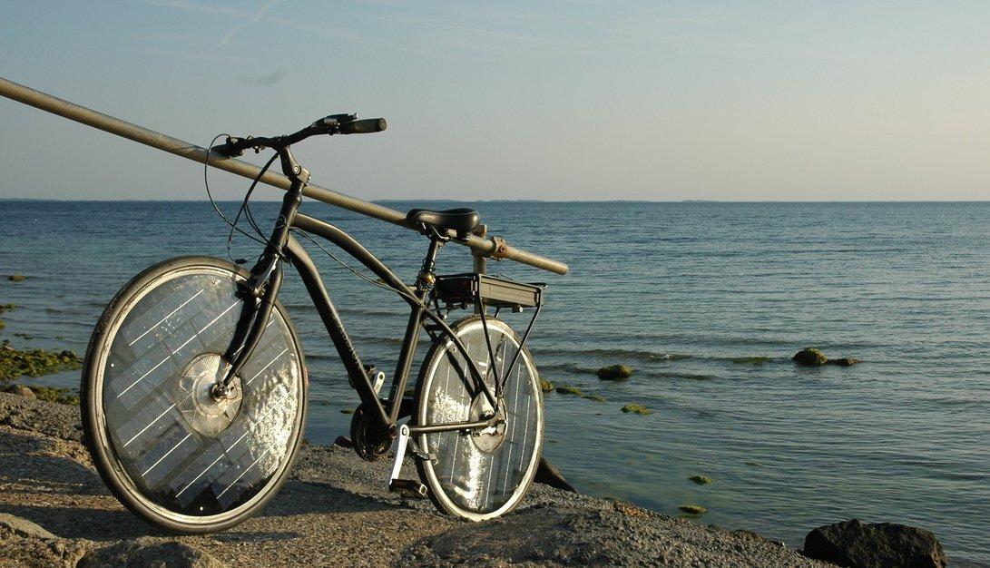 Die zweite Variante des Solar Bikes hat den Akku hinten montiert und ist wohl eher für die Damen gedacht.
