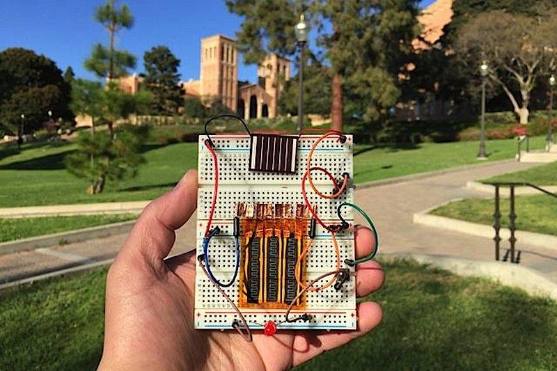 Der Superkapazitator aus Kalifornien lässt sich auch mit Solarzellen ausrüsten. Größere Versionen könnten zukünftig Straßenlaternen mit Energie versorgen.