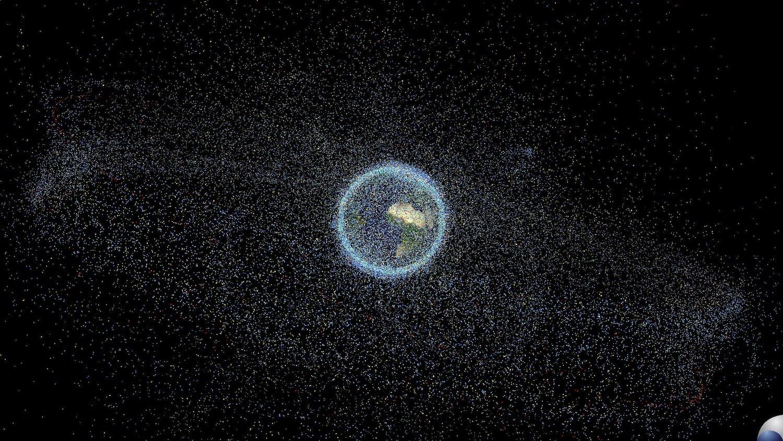 Ausgediente Raketenstufen, abgeschaltete Satelliten, Trümmerteile: Um die Erde kreist mittlerweile viel Weltraumschrott.