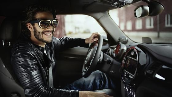 Die Datenbrille von BMW erinnert optisch an eine Fliegerbrille. Ob sie tatsächlich ihren Weg nach Deutschland findet, ist unklar.