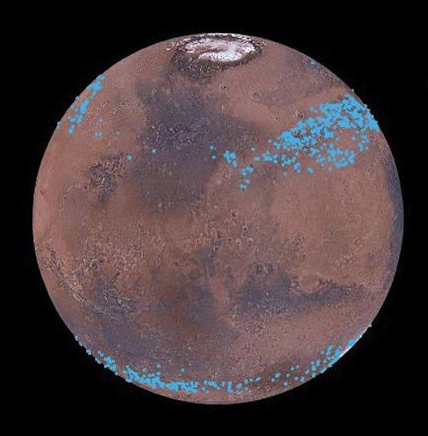 In den mittleren Breiten beider Halbkugeln des Mars befinden sich dieWassereis-Gletscher.