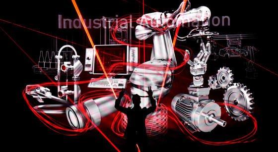 Industrie 4.0, die intelligente digitale Vernetzung der Produktionsanlagen, ist ein riesiges Thema auf der Hannover Messe 2015.