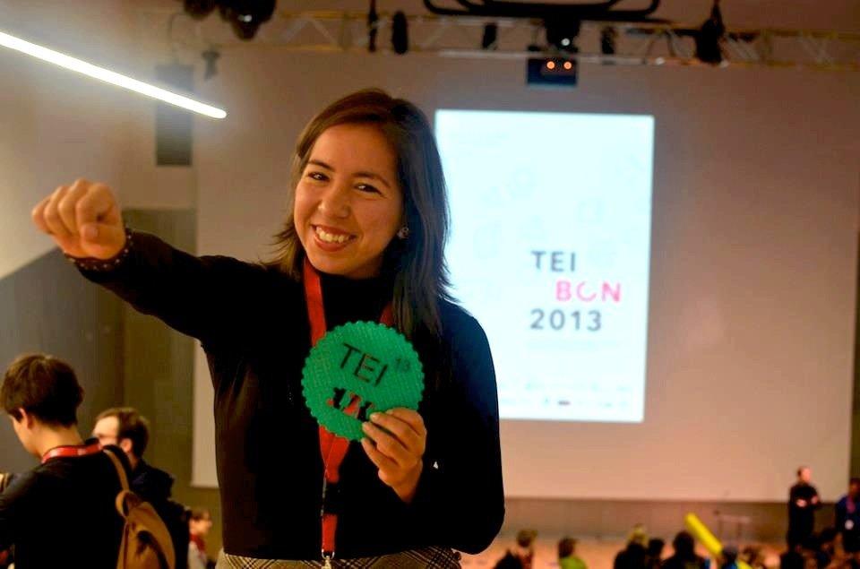Die Computerexpertin und Designerin Katia Vega aus Rio de Janeiro hat Hairware entwickelt. Die künstlichen Haare können per Bluetooth Funktionen auf einem Smartphone auslösen.